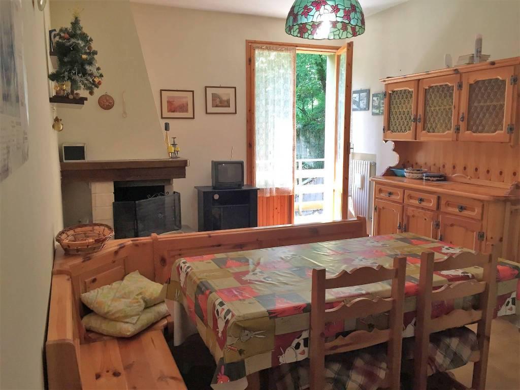 Appartamento in buone condizioni arredato in vendita Rif. 7450196