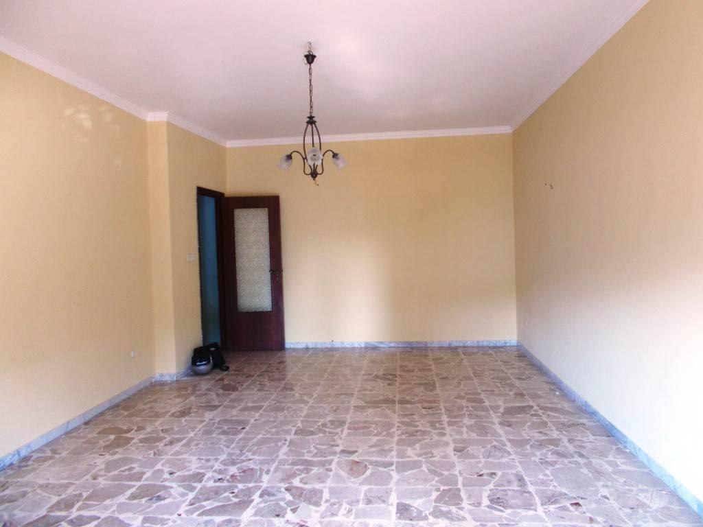 Appartamento in buone condizioni in affitto Rif. 7451171
