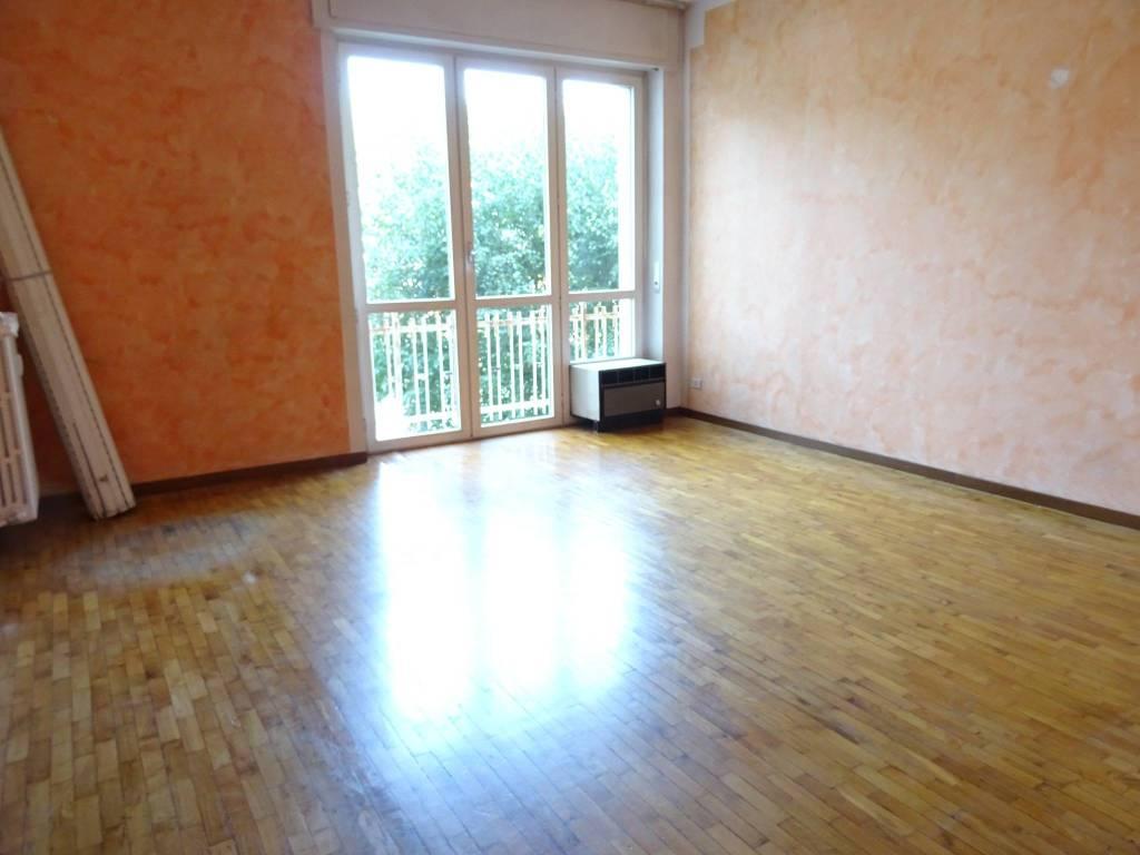 Appartamento in buone condizioni in vendita Rif. 7448626