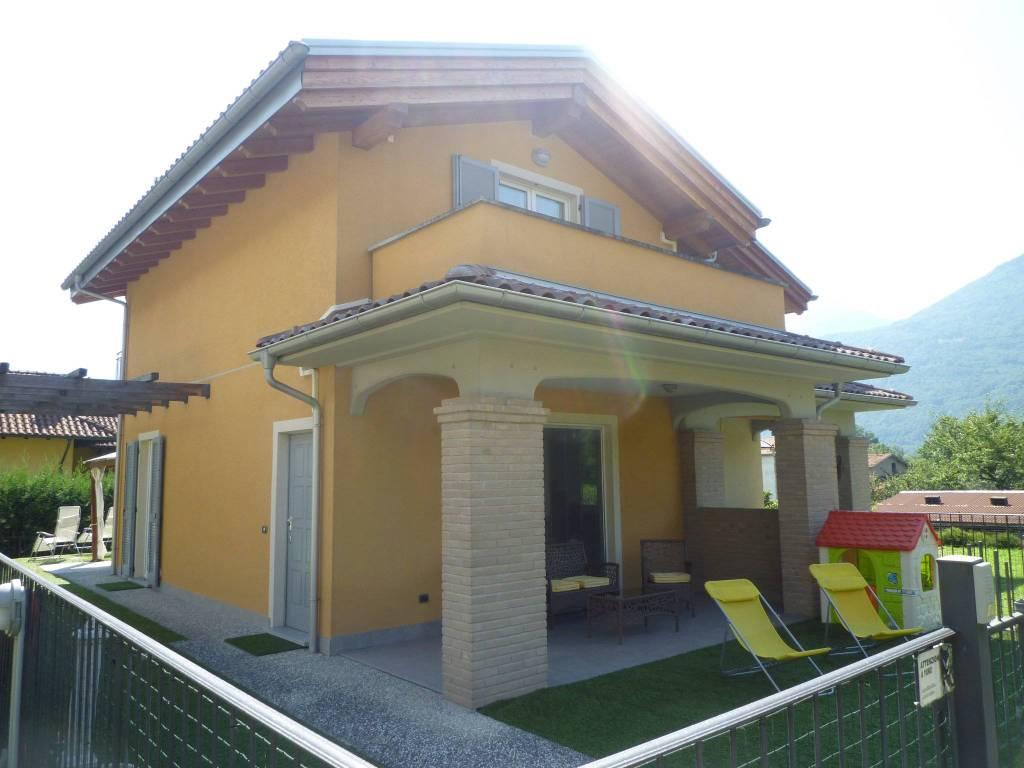 Villa quadrilocale in vendita a Traona (SO)