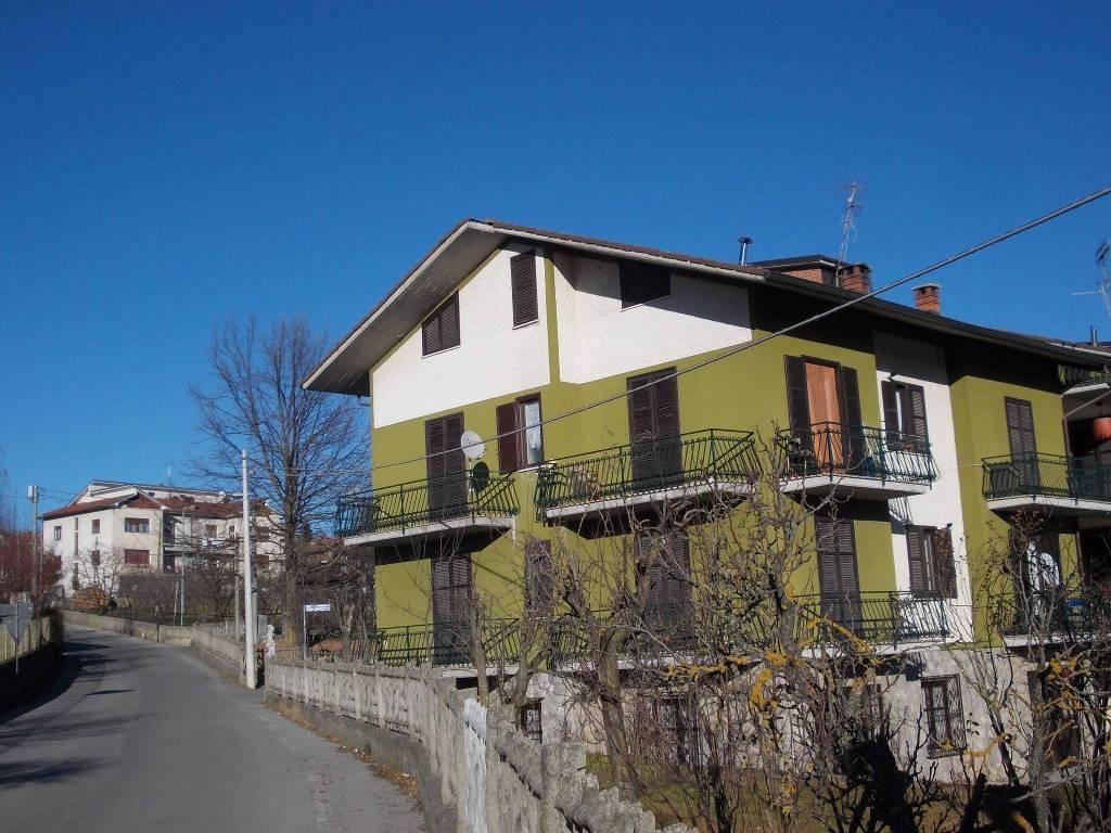 Appartamento in buone condizioni parzialmente arredato in affitto Rif. 7449736