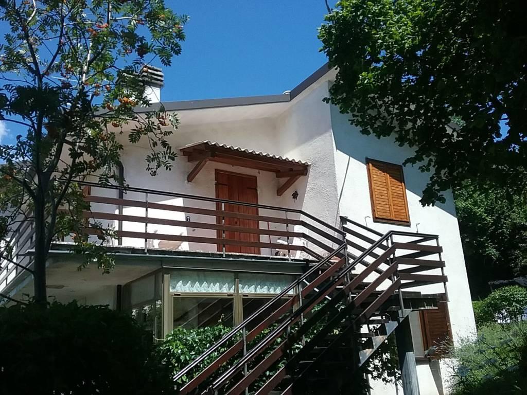 Appartamento in buone condizioni parzialmente arredato in vendita Rif. 7451864