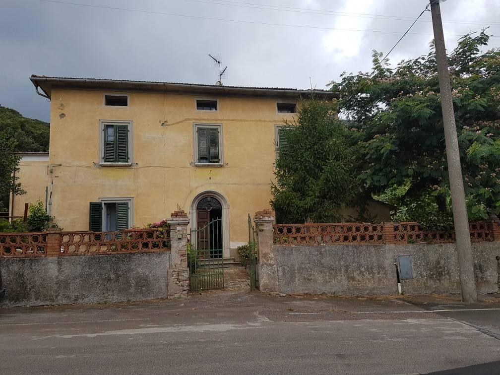 Stabile / Palazzo da ristrutturare parzialmente arredato in vendita Rif. 8230845