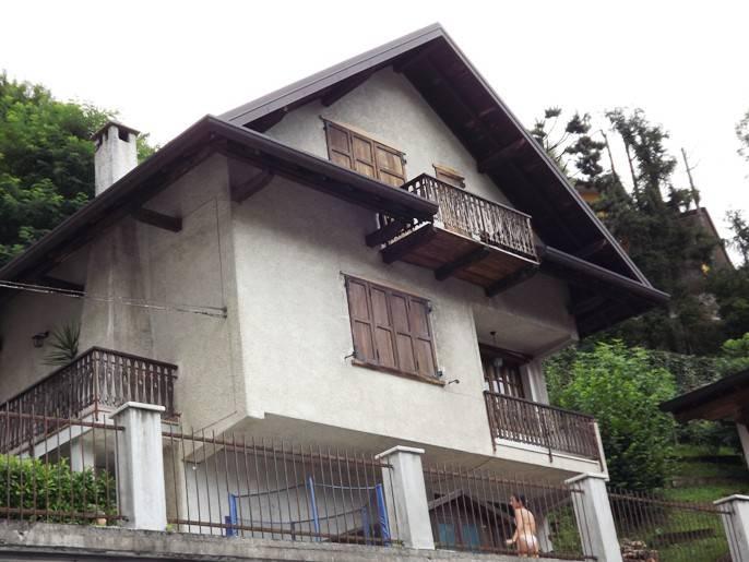 Villa in vendita a Val Brembilla, 6 locali, prezzo € 79.000 | CambioCasa.it