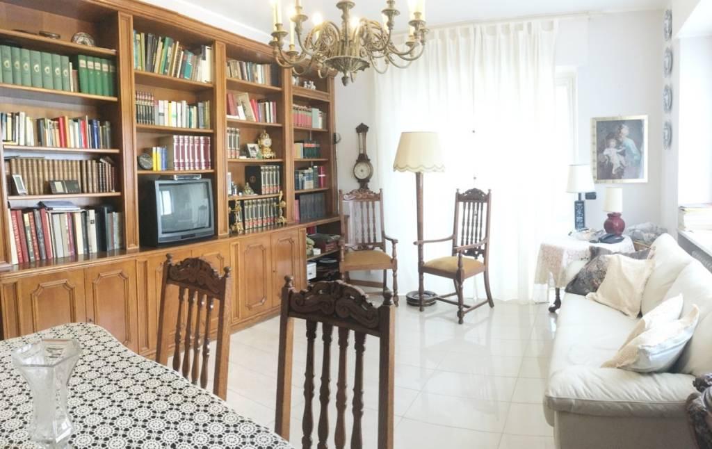 Appartamento in ottime condizioni parzialmente arredato in vendita Rif. 7452258