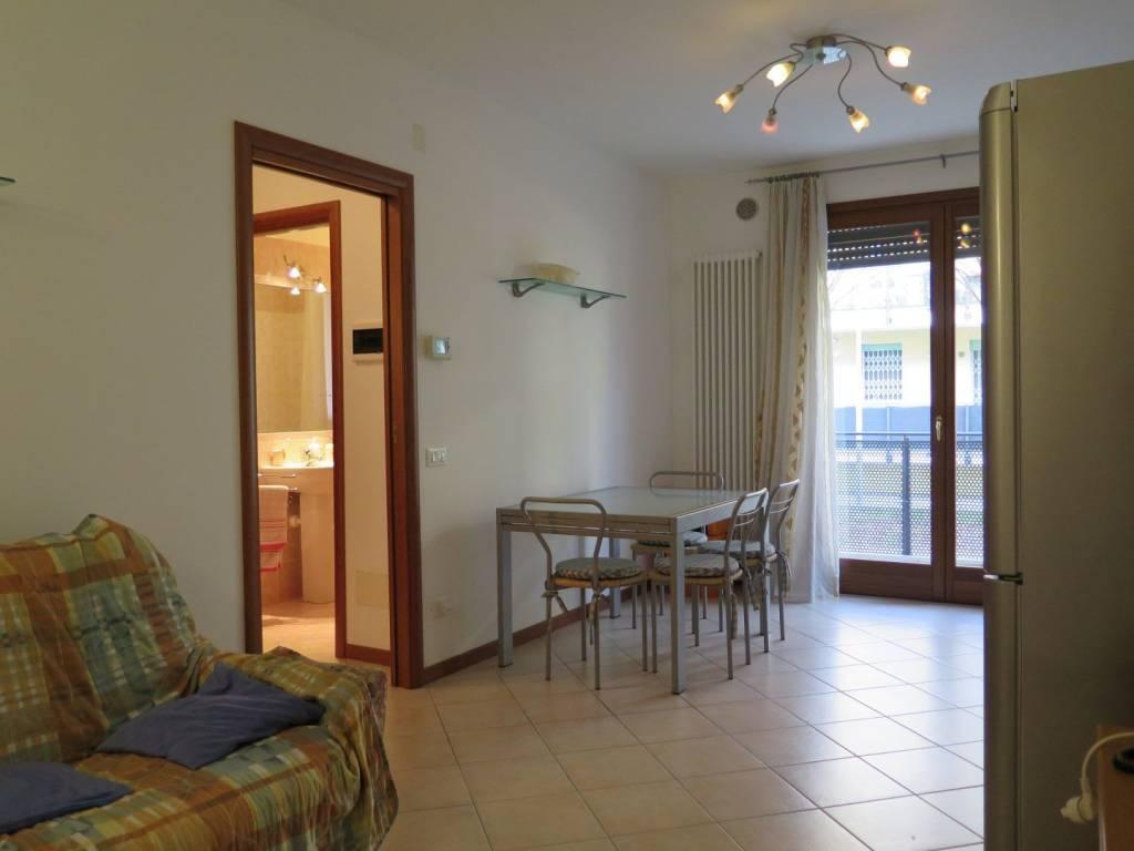 Appartamento in ottime condizioni arredato in affitto Rif. 7453520