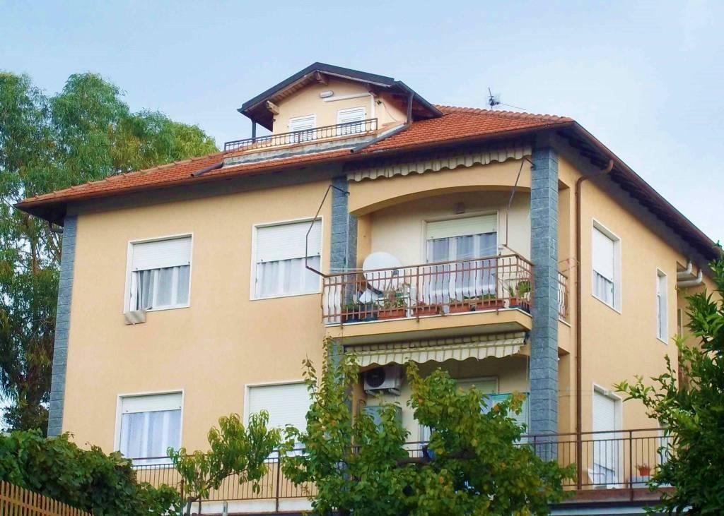 bilocale mansardato con balcone vista mare