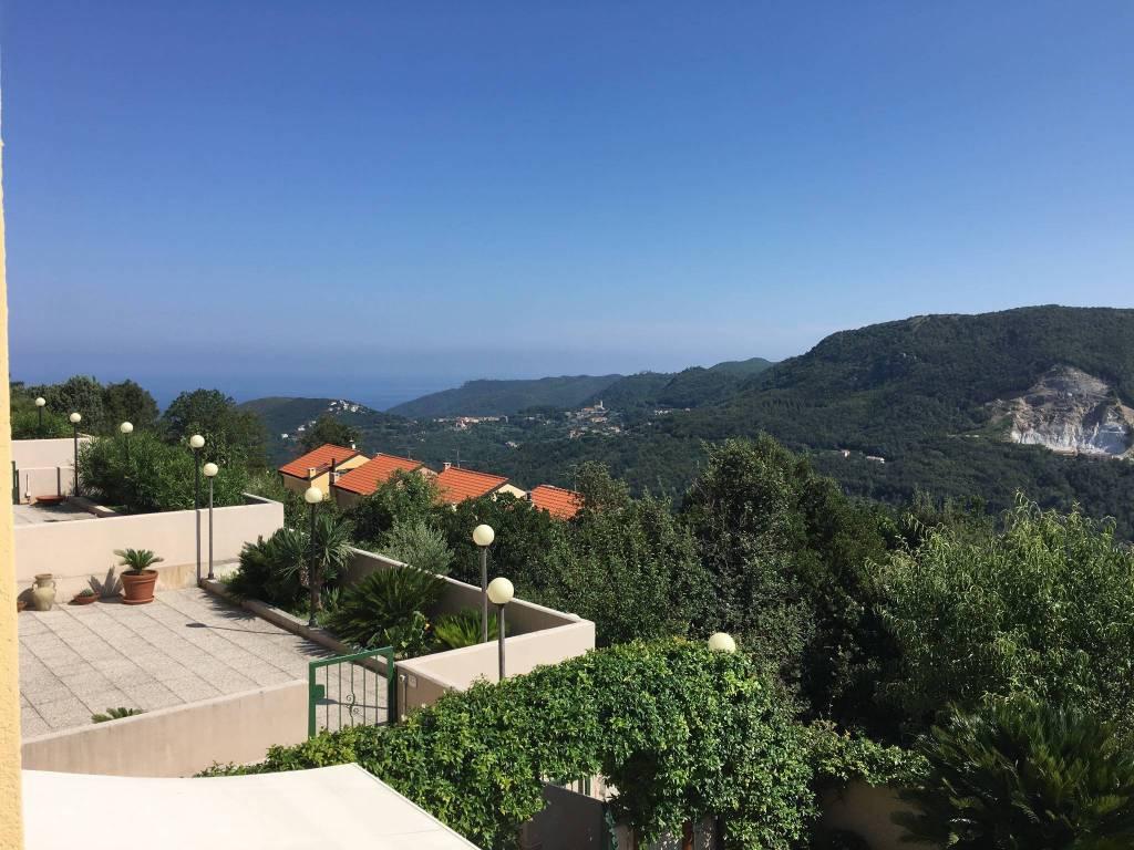 Foto 1 di Trilocale via Vilmar, Vezzi Portio