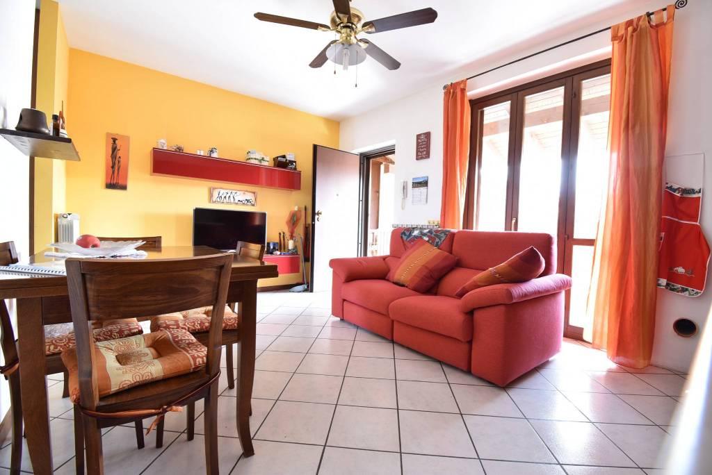 Appartamento in ottime condizioni in vendita Rif. 9305451