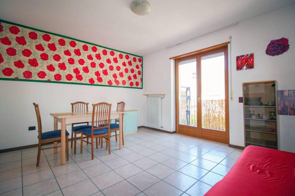 Appartamento in buone condizioni arredato in vendita Rif. 7450283