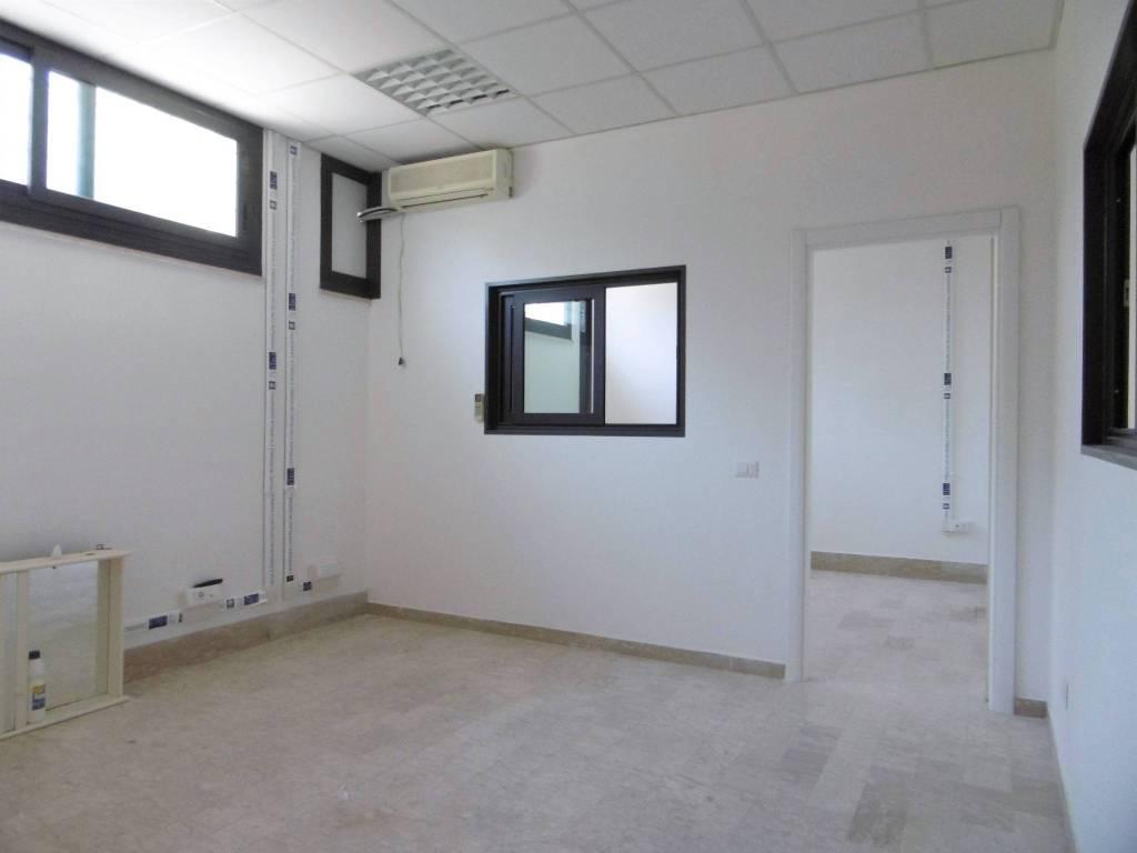 Locale ristrutturato in Via Ticino Rif. 7452436