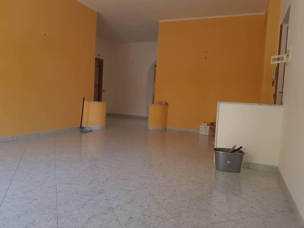 Appartamento in buone condizioni in affitto Rif. 7451719