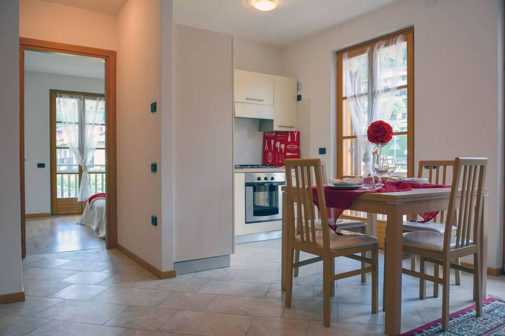 Appartamento in buone condizioni arredato in vendita Rif. 7450284