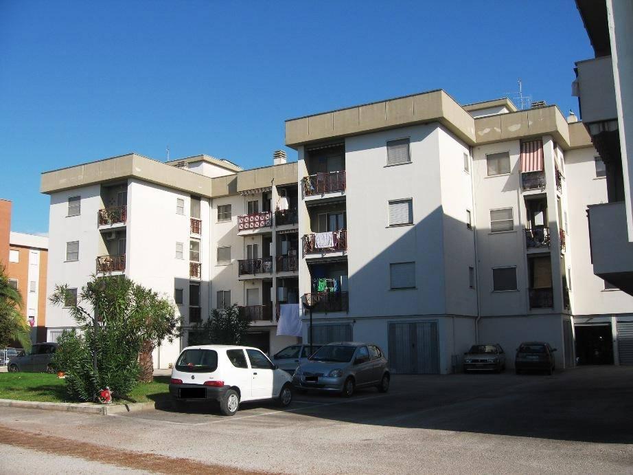 Appartamento in buone condizioni arredato in affitto Rif. 7450267