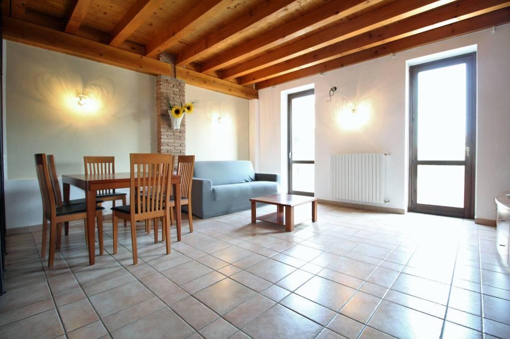 Appartamento in ottime condizioni arredato in vendita Rif. 7451321