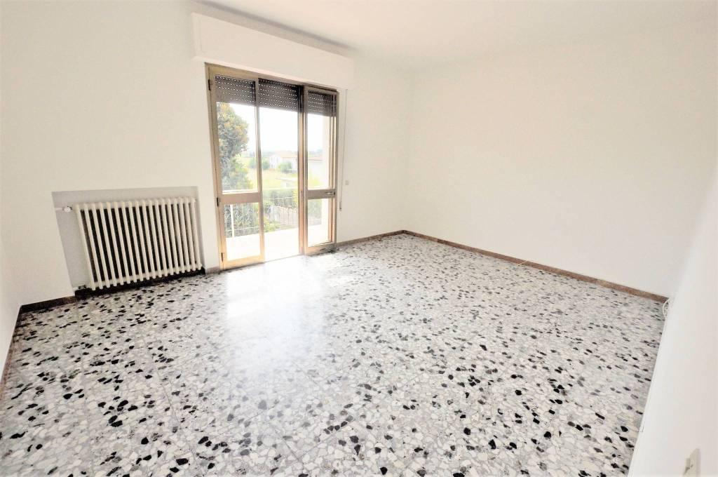 Appartamento in buone condizioni in vendita Rif. 7450068
