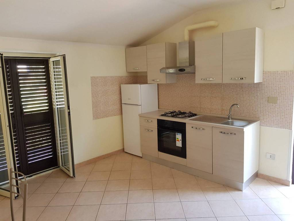 Appartamento in ottime condizioni arredato in affitto Rif. 7448649