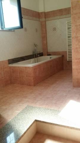 Appartamento in buone condizioni in affitto Rif. 6989542