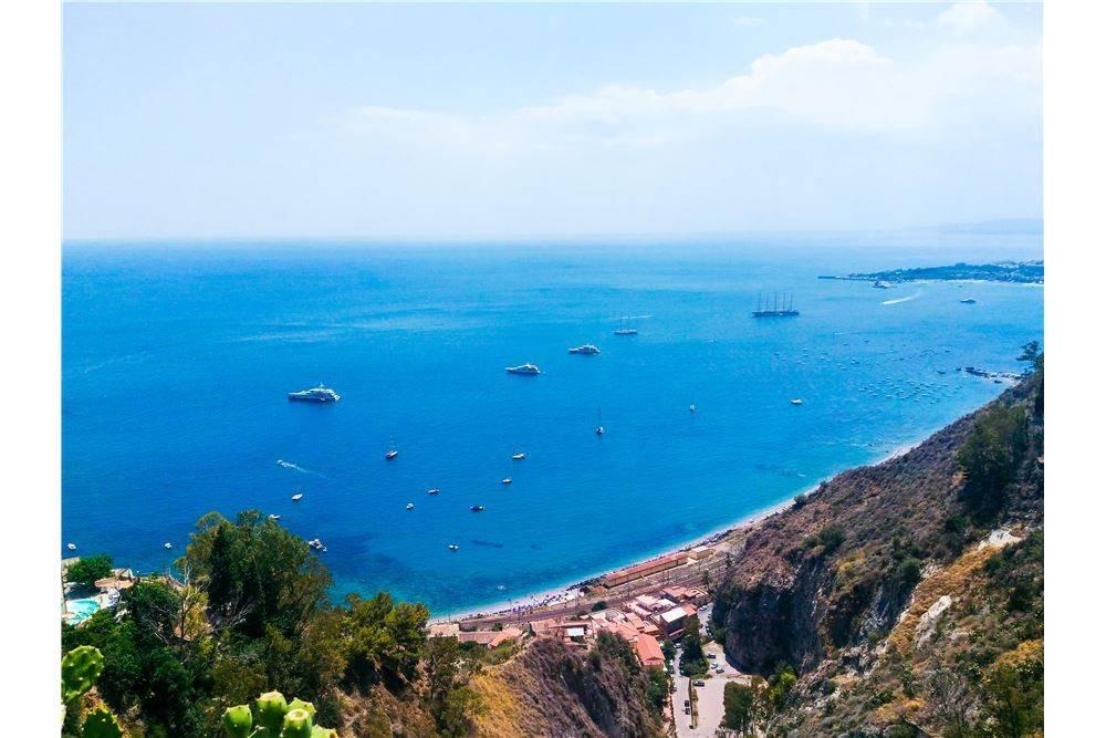 Indipende finemente ristrutturato a Taormina.