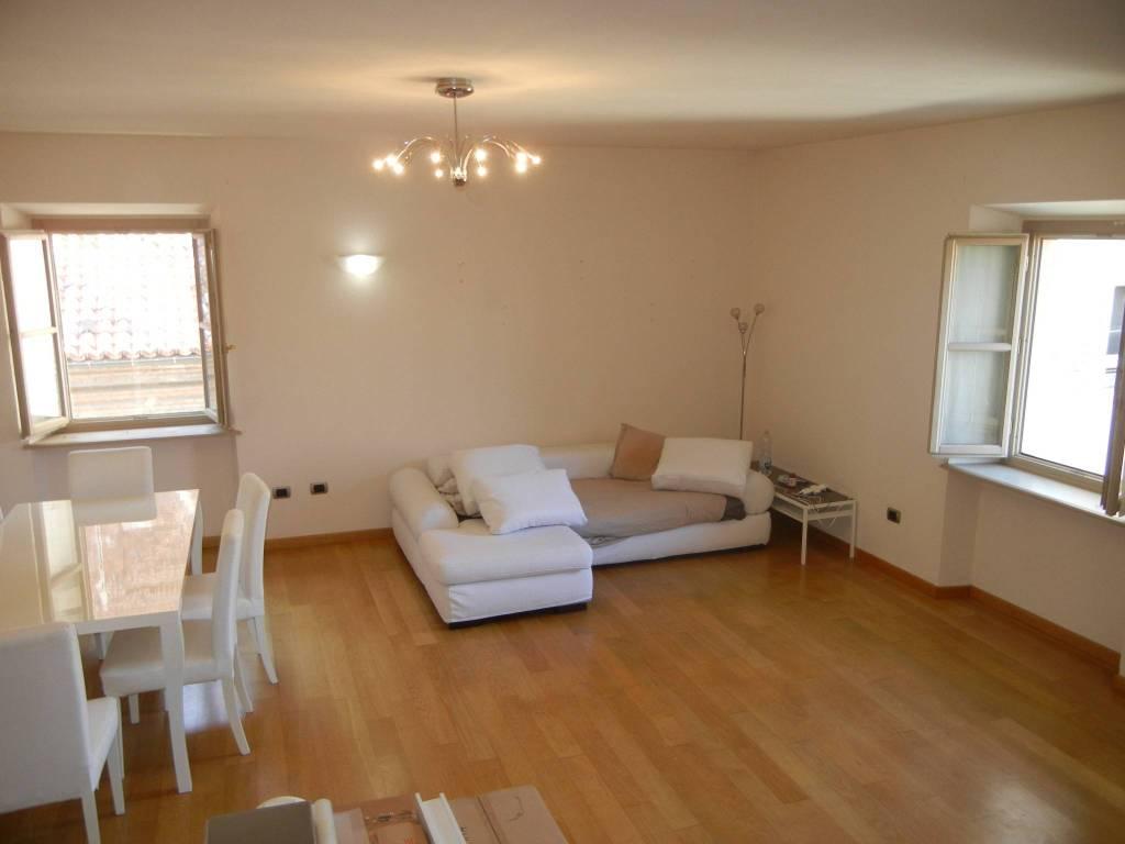 Appartamento in ottime condizioni in affitto Rif. 8198906