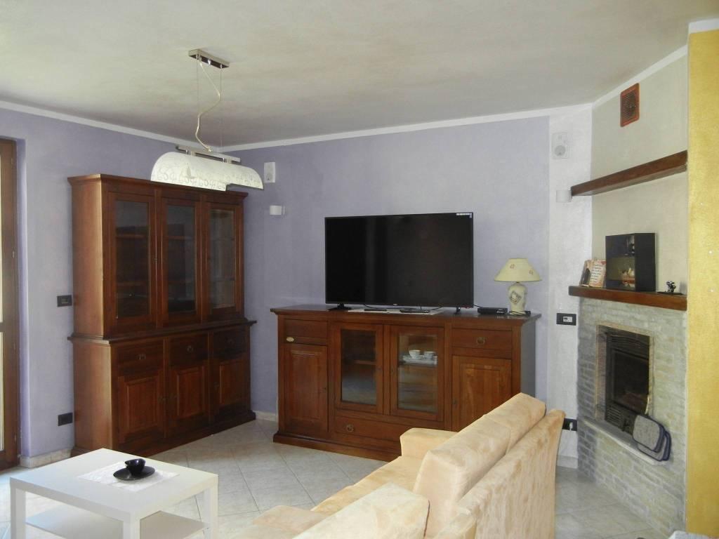 Appartamento in ottime condizioni arredato in affitto Rif. 8198905
