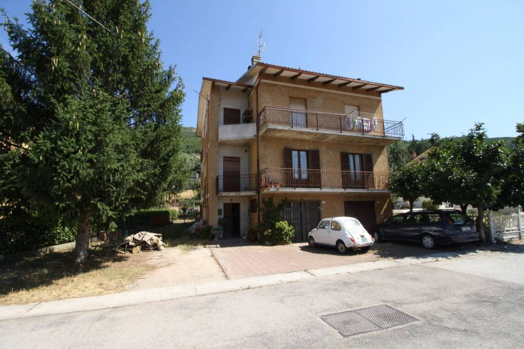 Appartamento da ristrutturare arredato in vendita Rif. 8522031