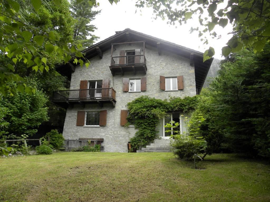 Villa in buone condizioni in vendita Rif. 7461330