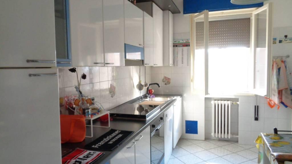 Appartamento in buone condizioni parzialmente arredato in affitto Rif. 7001326