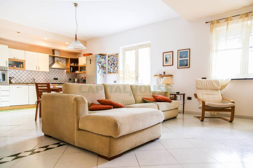 Villa in buone condizioni in vendita Rif. 7461480