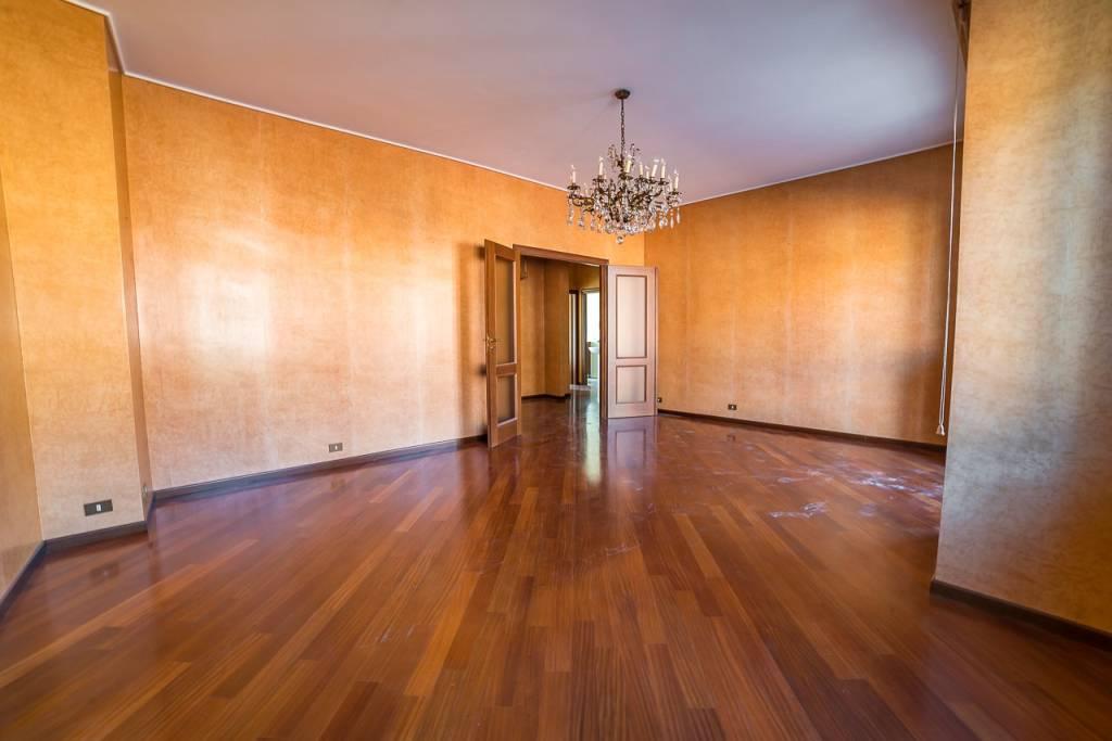 Appartamento in ottime condizioni in vendita Rif. 7174435