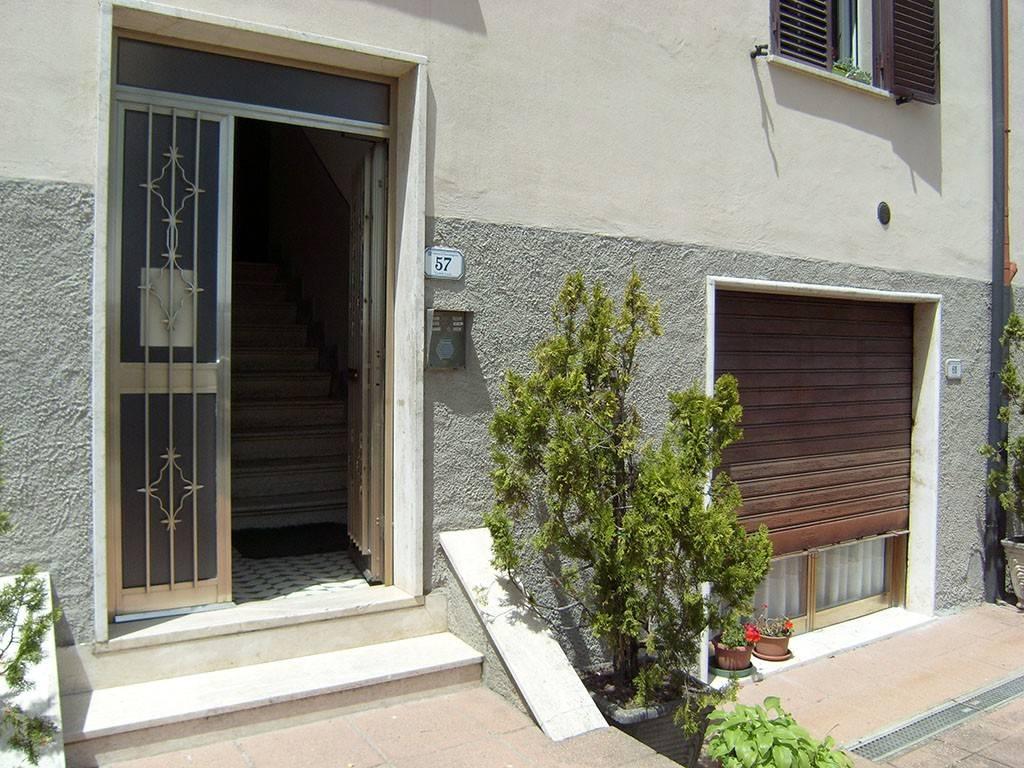 Appartamento in buone condizioni arredato in vendita Rif. 7467057