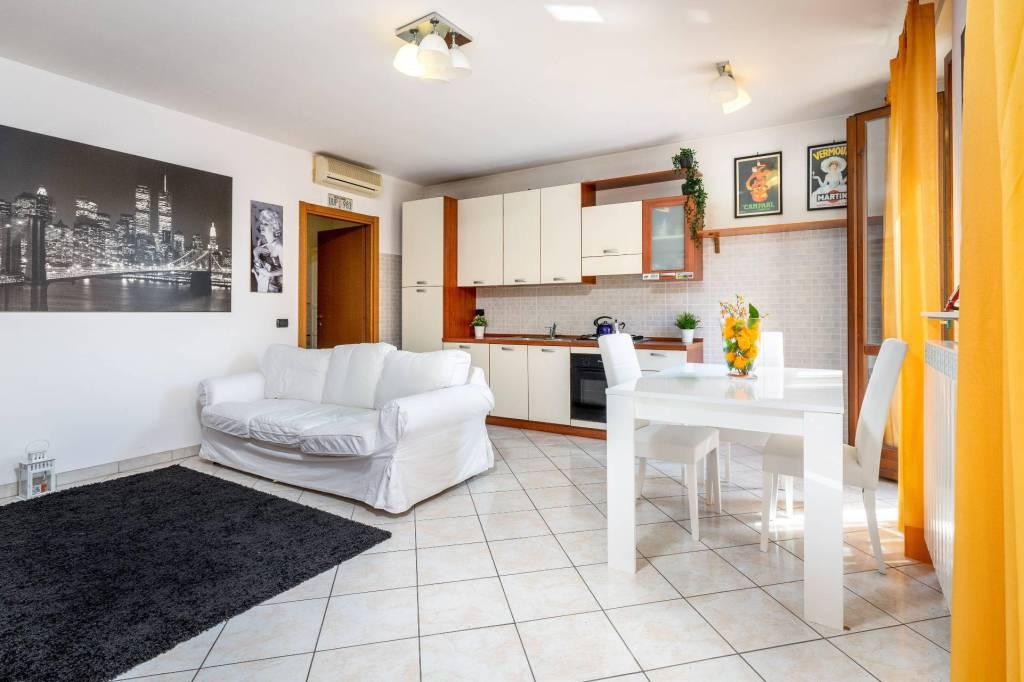 Appartamento in buone condizioni in vendita Rif. 7466991