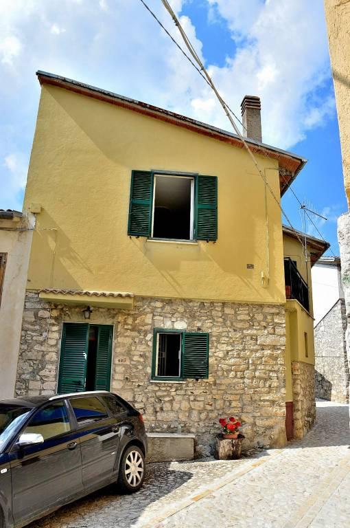 Casa indipendente trilocale in vendita a Cascia (PG)