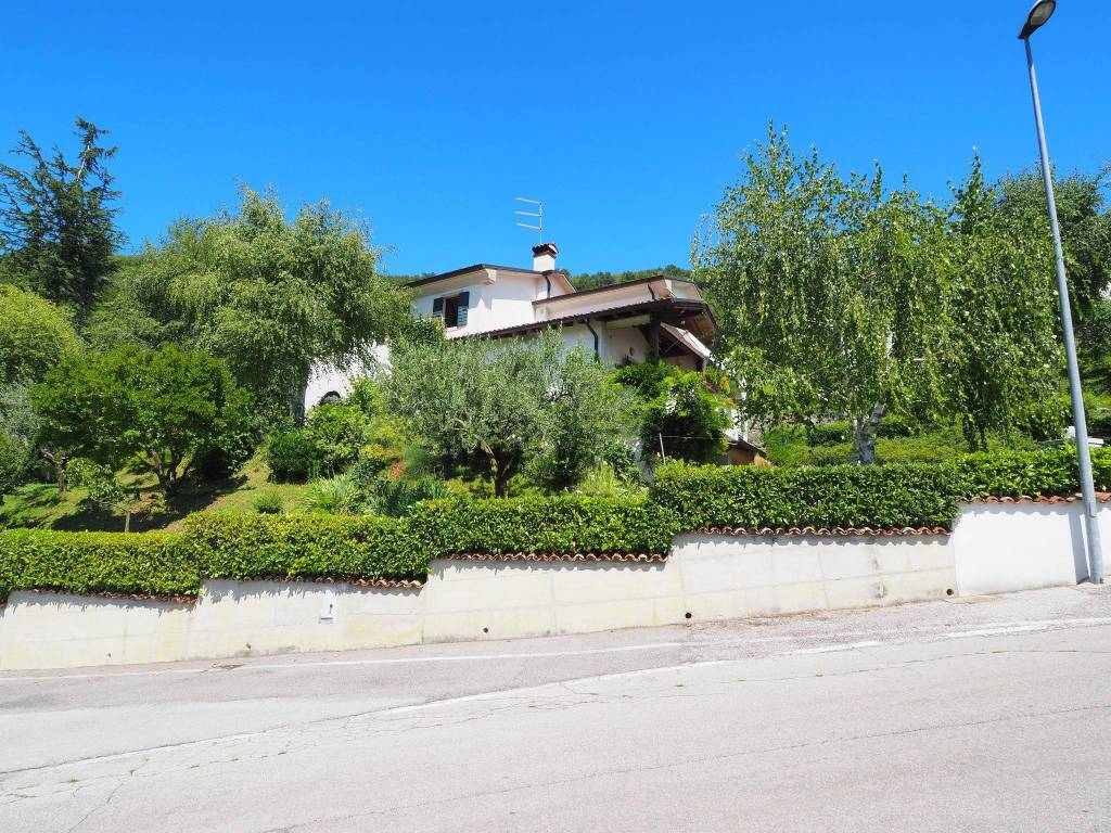 Villa 6 locali in vendita a Tarzo (TV)