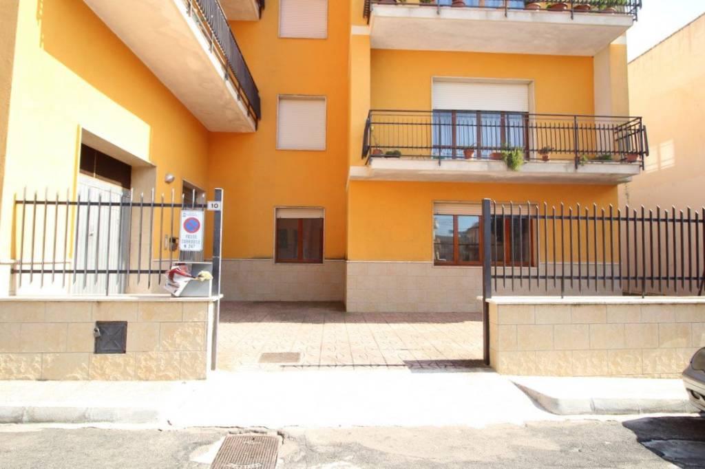 Appartamento in buone condizioni in vendita Rif. 7448915