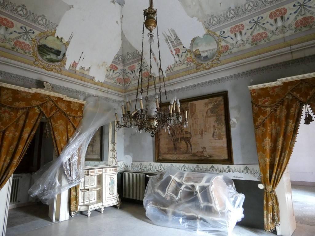 Stabile / Palazzo da ristrutturare in vendita Rif. 7030945