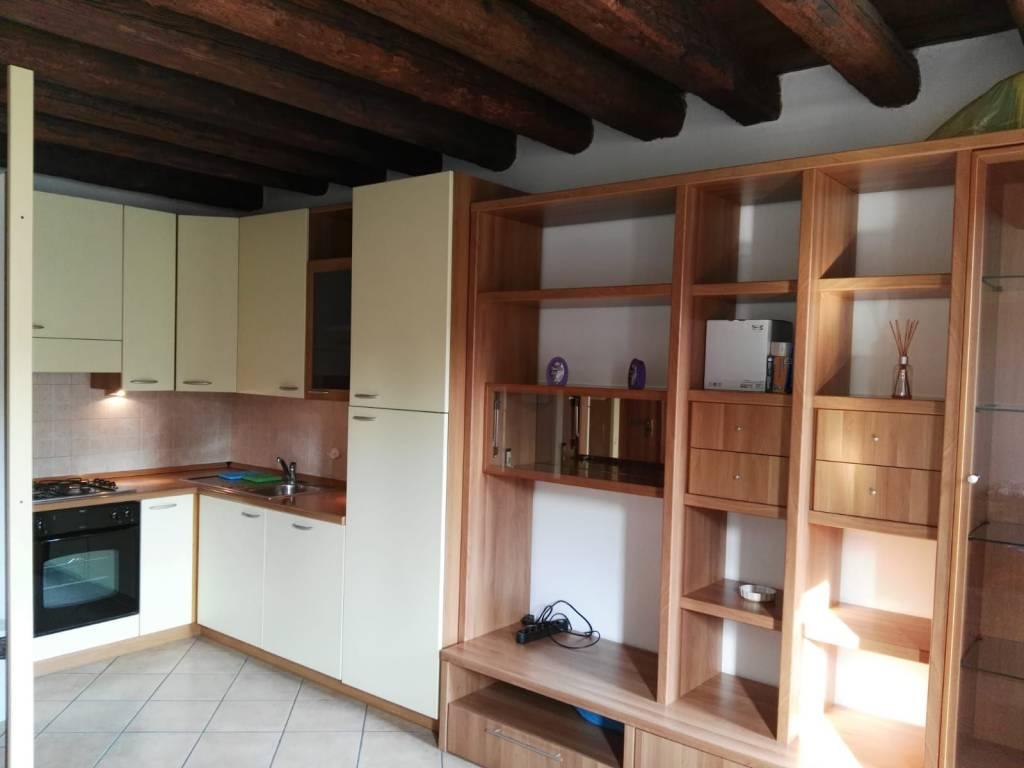 Appartamento in ottime condizioni arredato in affitto Rif. 7476265