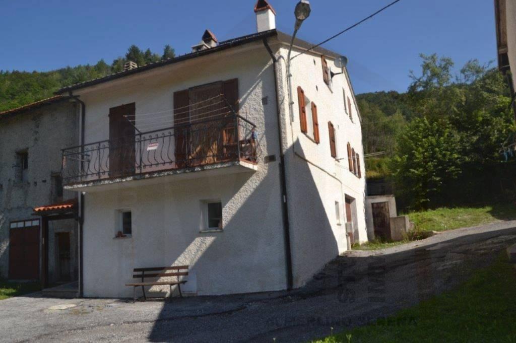 Calizzano, località Vetria fabbricato con annesso terreno