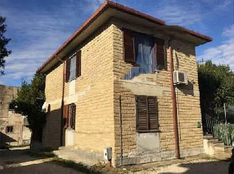 Appartamento in buone condizioni in vendita Rif. 9001546