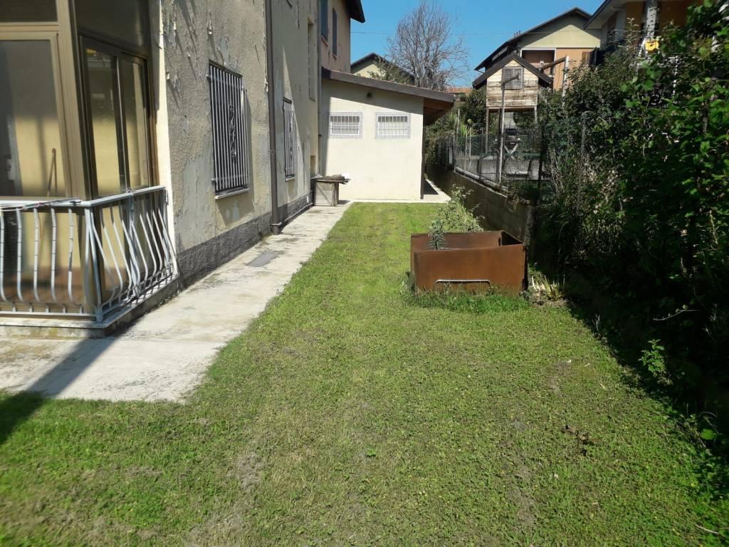 Chieri: trilocale con giardino € 370