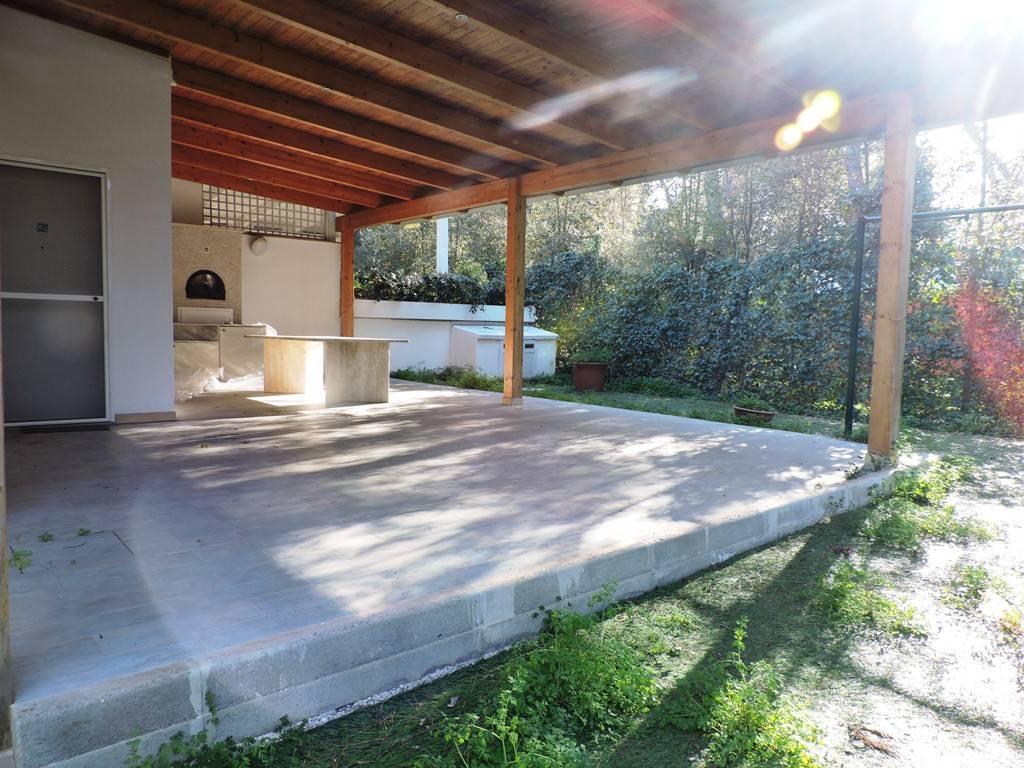 Villa + depandance su viale dei pini