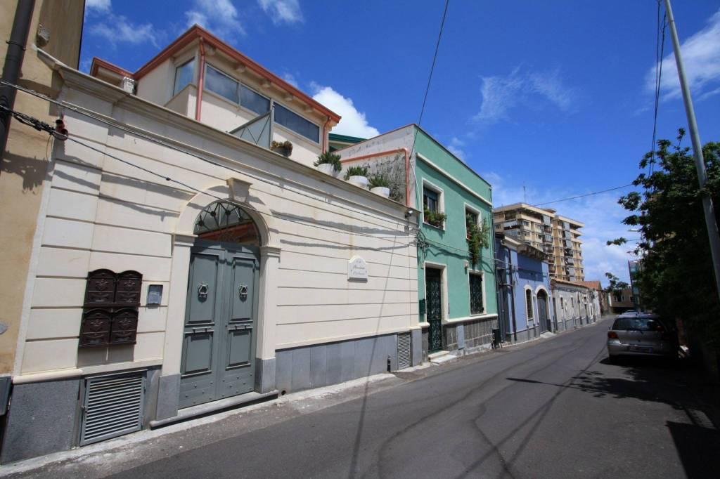 Appartamento in ottime condizioni arredato in affitto Rif. 7474456