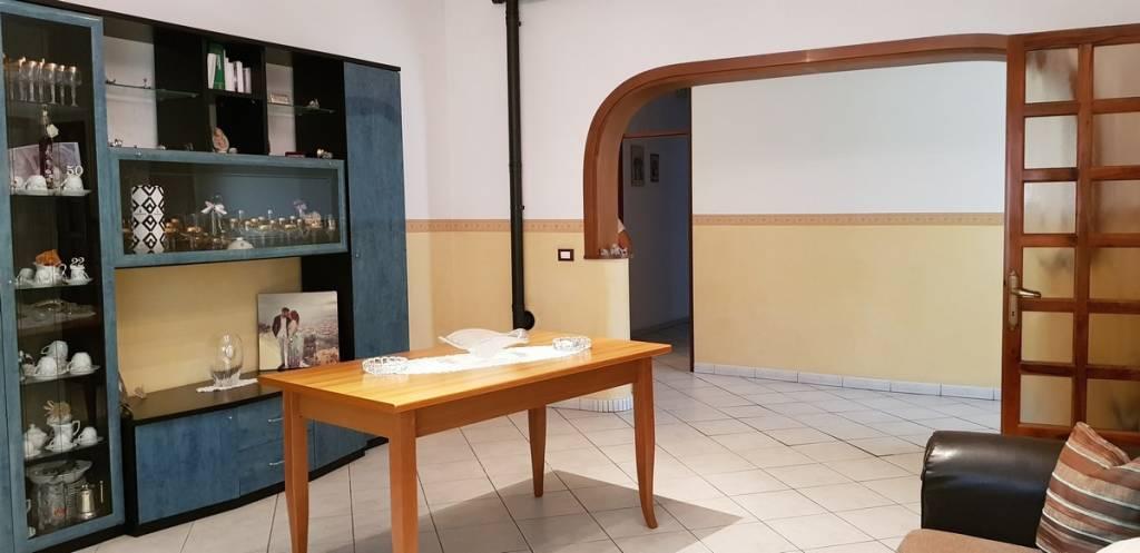 Appartamento in buone condizioni in vendita Rif. 7473885