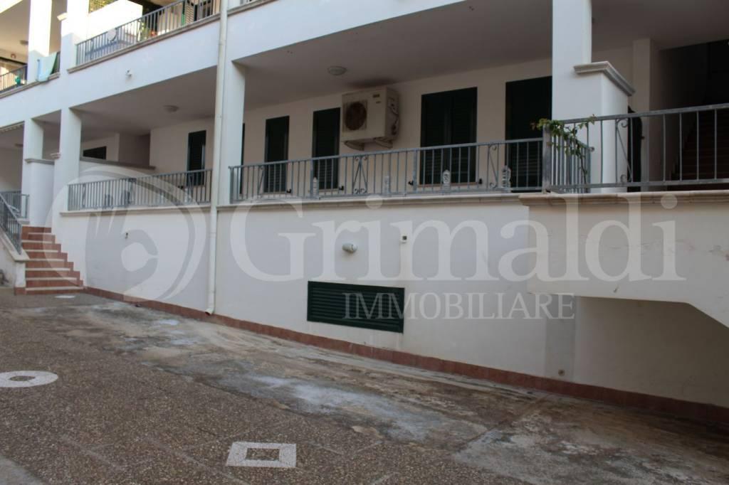 Appartamento in buone condizioni in vendita Rif. 7473916