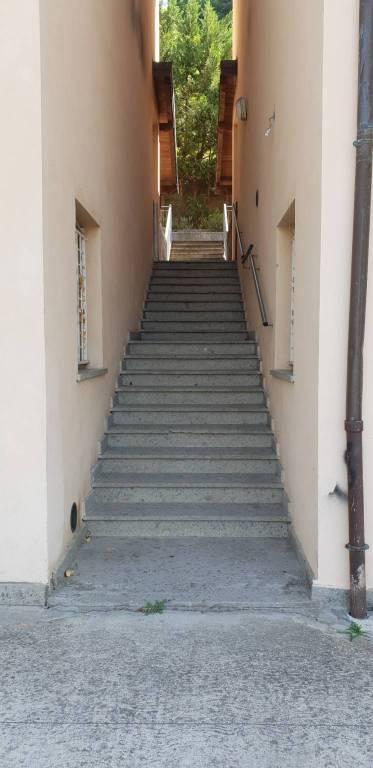 Appartamento in buone condizioni in vendita Rif. 7486349