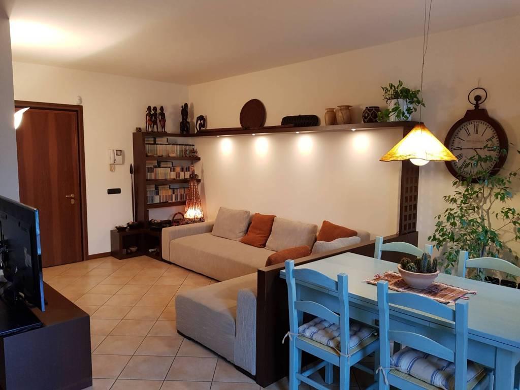Appartamento in buone condizioni arredato in vendita Rif. 7483956