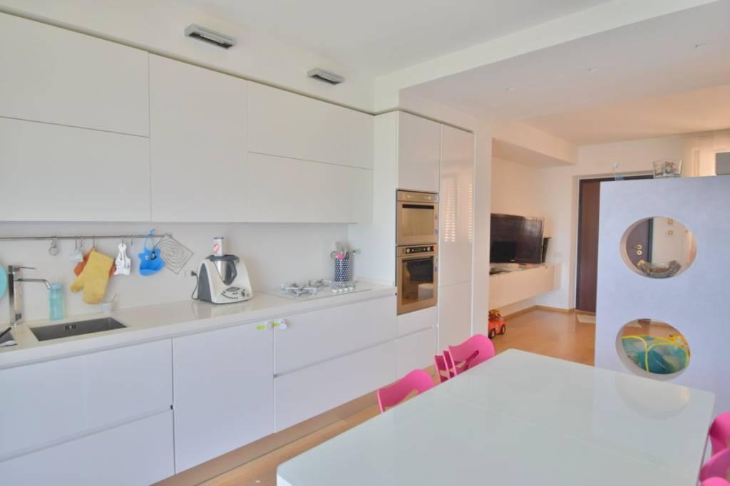 Appartamento in ottime condizioni in vendita Rif. 7482175