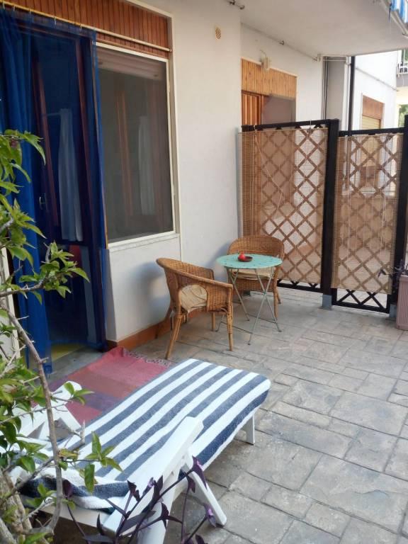 Appartamento in buone condizioni arredato in vendita Rif. 7482431