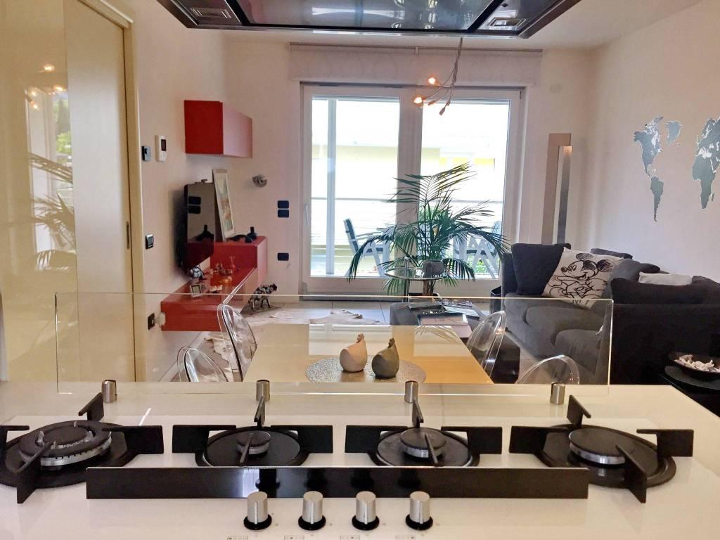 Appartamento in ottime condizioni parzialmente arredato in vendita Rif. 7482504