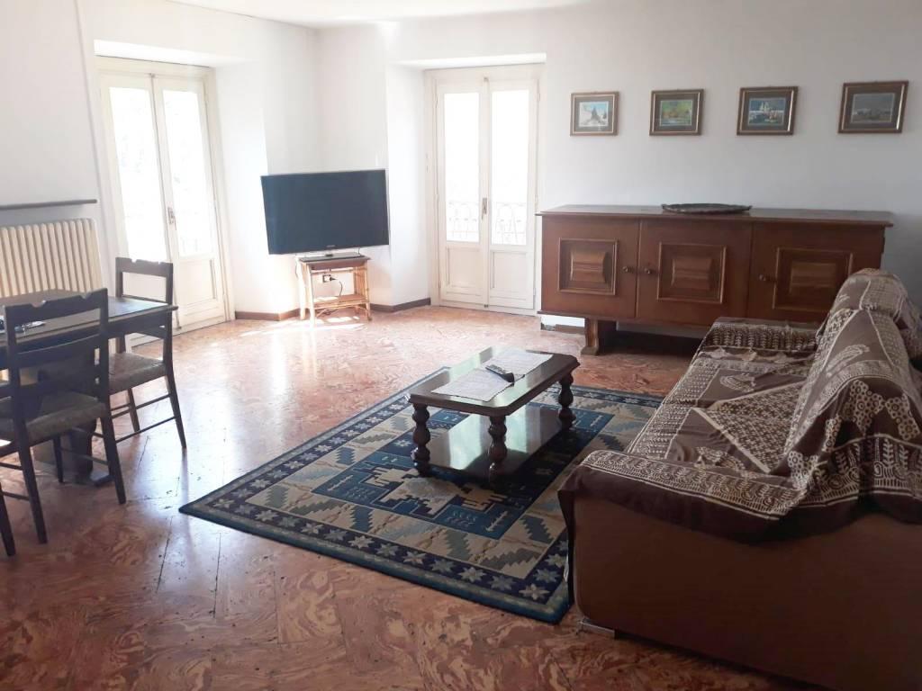 Appartamento in buone condizioni parzialmente arredato in vendita Rif. 4250435